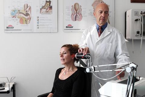 Laser terapia;  per curare patologie del distretto ORL:  sinusiti croniche, cefalee, artrosi cervicale, vertigini, e soprattutto acufeni