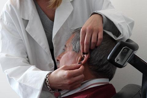 Prova e posizionamento di protesi acustiche, dell'ultima generazione, con ausilio di tecnici audioprotesisti laureati.